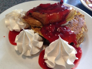 jukebox-cafe-cinnamon-roll-french-toast