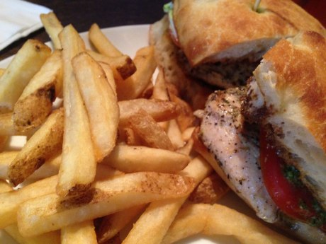 chocolate-ave-grill-tuscan-chicken-sandwich