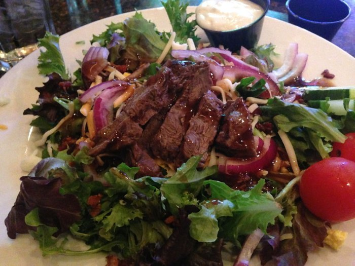 blind-hartman-s-tavern-steak-salad