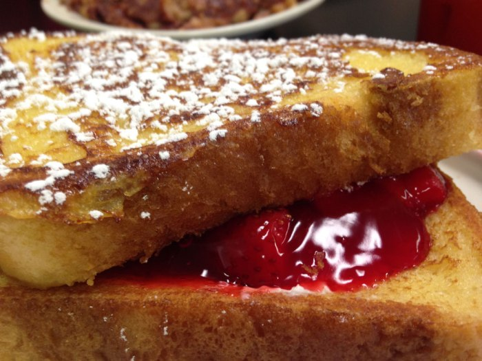 williams-family-restaurant-stuffed-french-toast-2