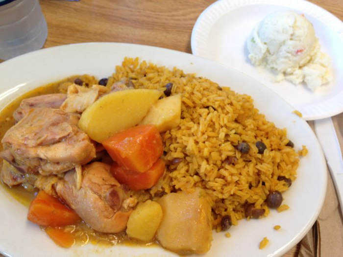 el-morro-cafe-stewed-chicken